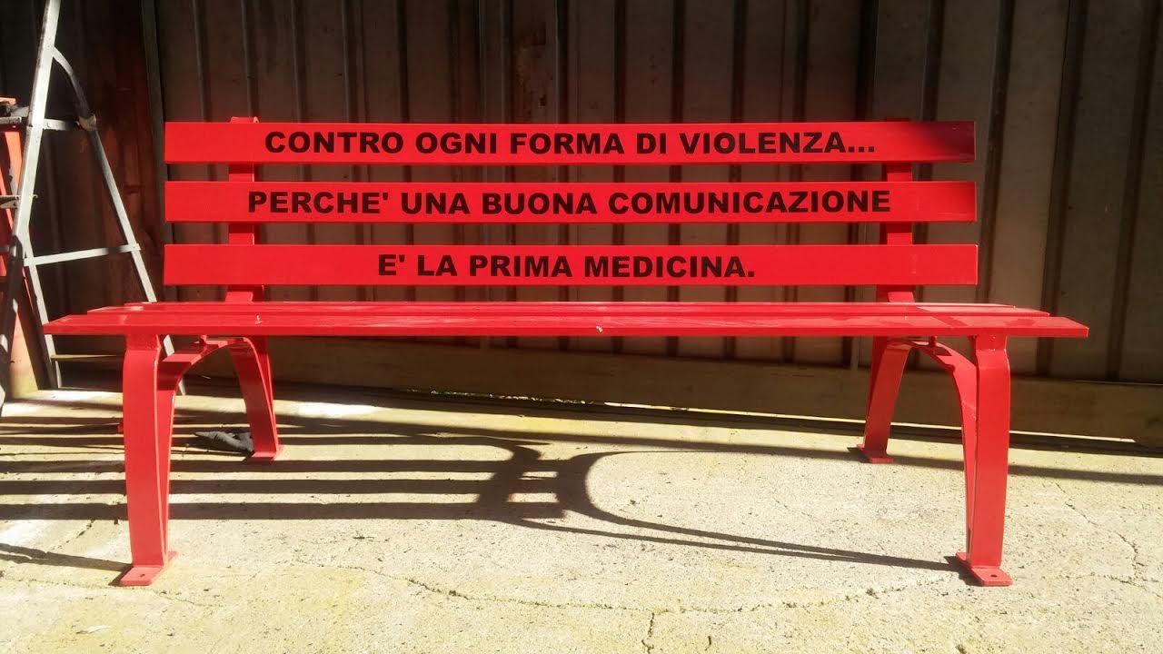 Panchina Rotonda : 8 marzo: una panchina rossa al businco contro ogni forma di violenza